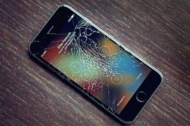 Как максимально обезопасить экран смартфона от внешних воздействий